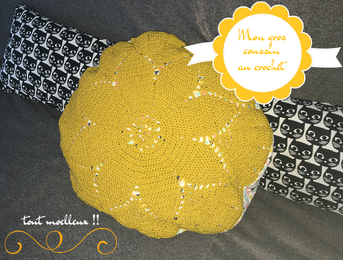 gros-coussin-crochet-moutarde