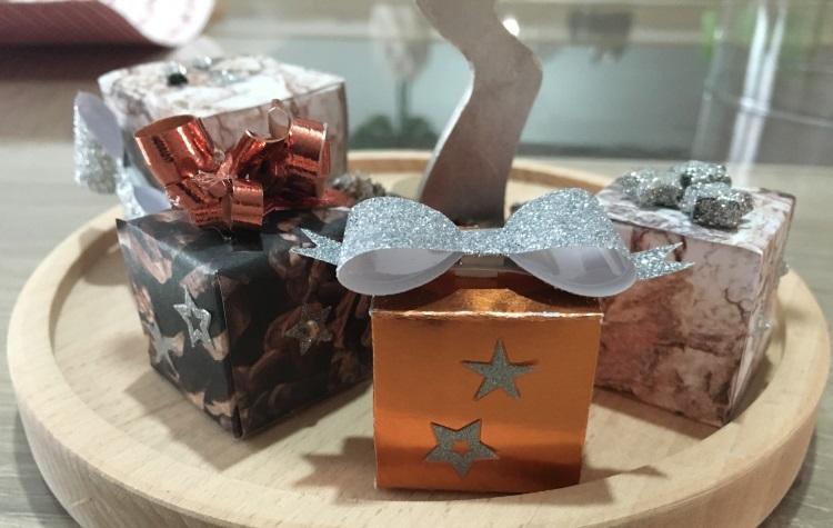 rene-sous-cloche-cadeaux