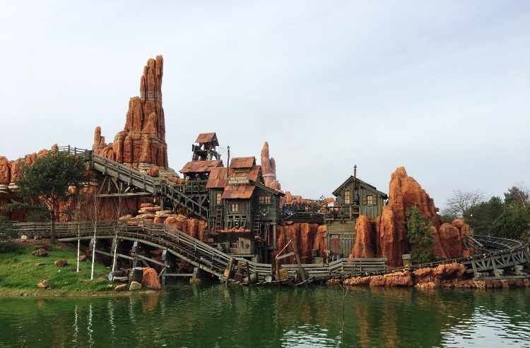 train-de-la-mine-disney-exterieur