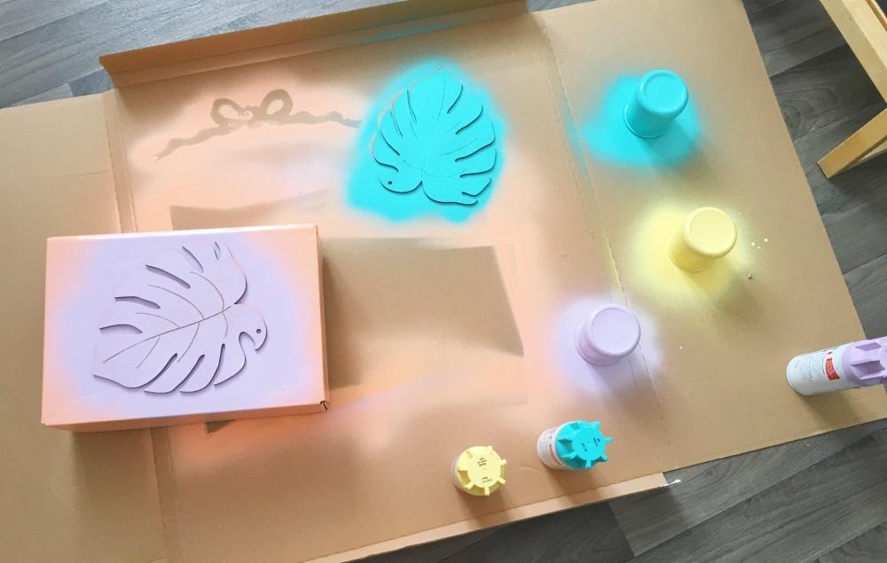 bureau tropical bombes de peinture