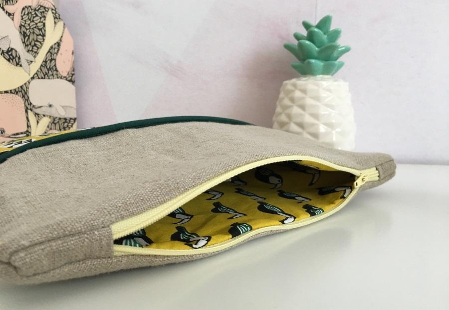 pochette tropicale ouverte avec doublure toucans
