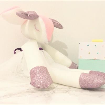 Cadeau naissance : doudou biche toute douce